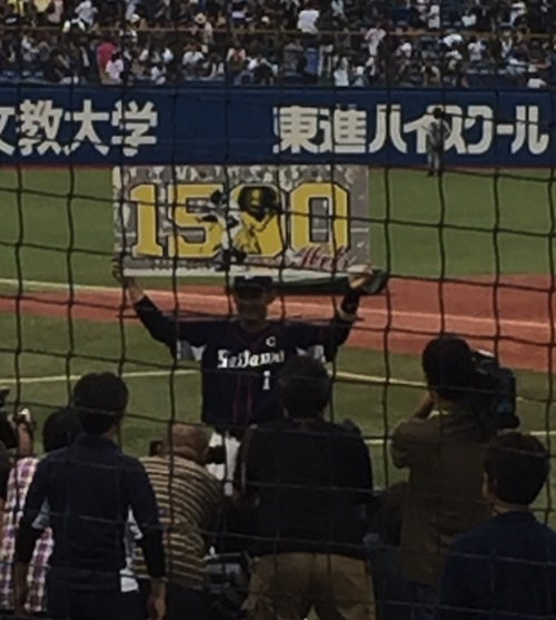 栗山選手 1500本安打達成記念パネル