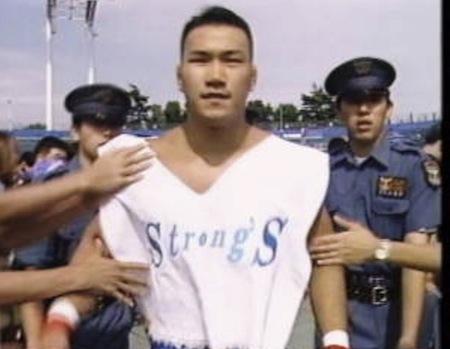 これがレアなStrong 's のロゴ入りTで入場する垣原選手若い頃
