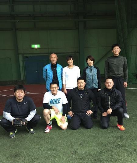 前列左より野茂さん、栗山選手、私、永江選手、 後列左より丸山コーチ、森田選手、井上プロ、上本選手。