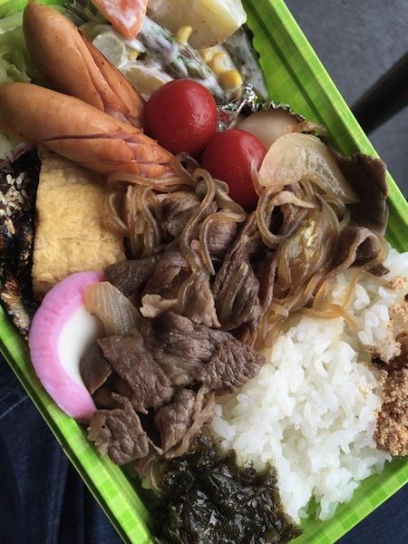 今回も栗山選手お母さん特製手作り弁当 (前日は鮭)
