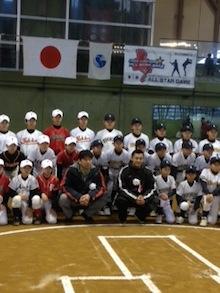 野茂さん、栗山選手を囲んで集合写真